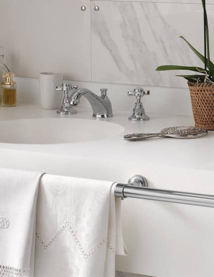 Corian Solid Surface Residential Bath Vanity Top with Solid Surface Apron and Wall Splash