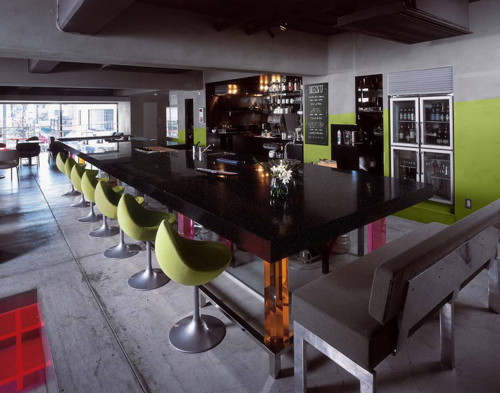 Bartop in Corian Deep Anthracite Solid Surface